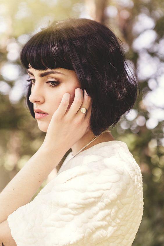 Coiffure femme cheveux courts avec frange